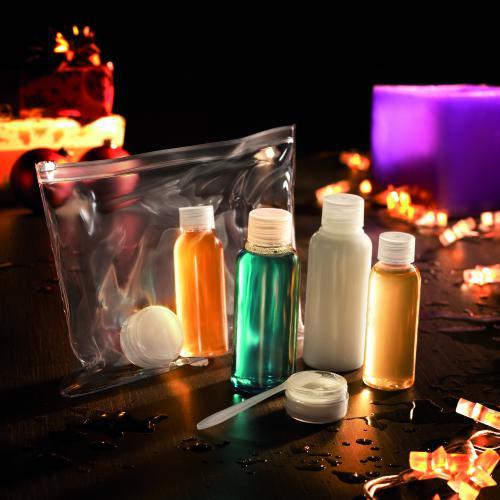 Podróżny zestaw na kosmetyki przezroczysty