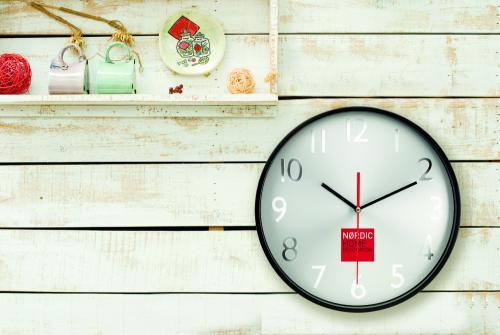 Duży zegar ścienny czarny