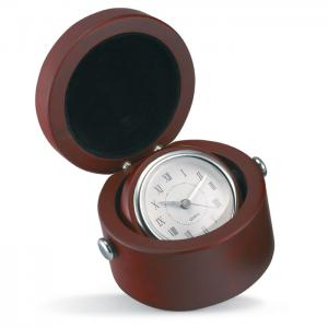 Zegar w drewnianym pudełku